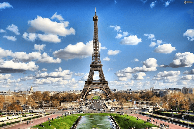 This example crops out the upper part of Eiffel tower from a PNG photo. It leaves width option empty that makes it use the entire width of the PNG.